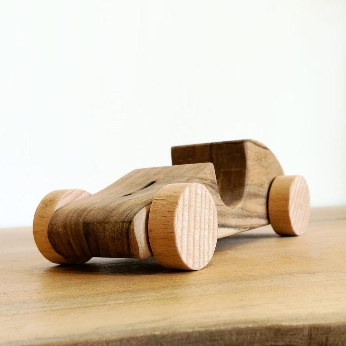 macchinina in legno massello
