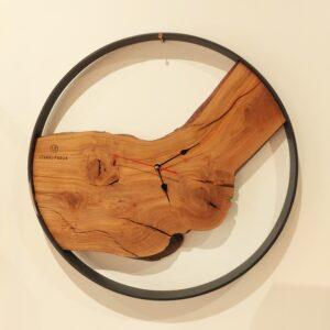 orologio in legno e ferro